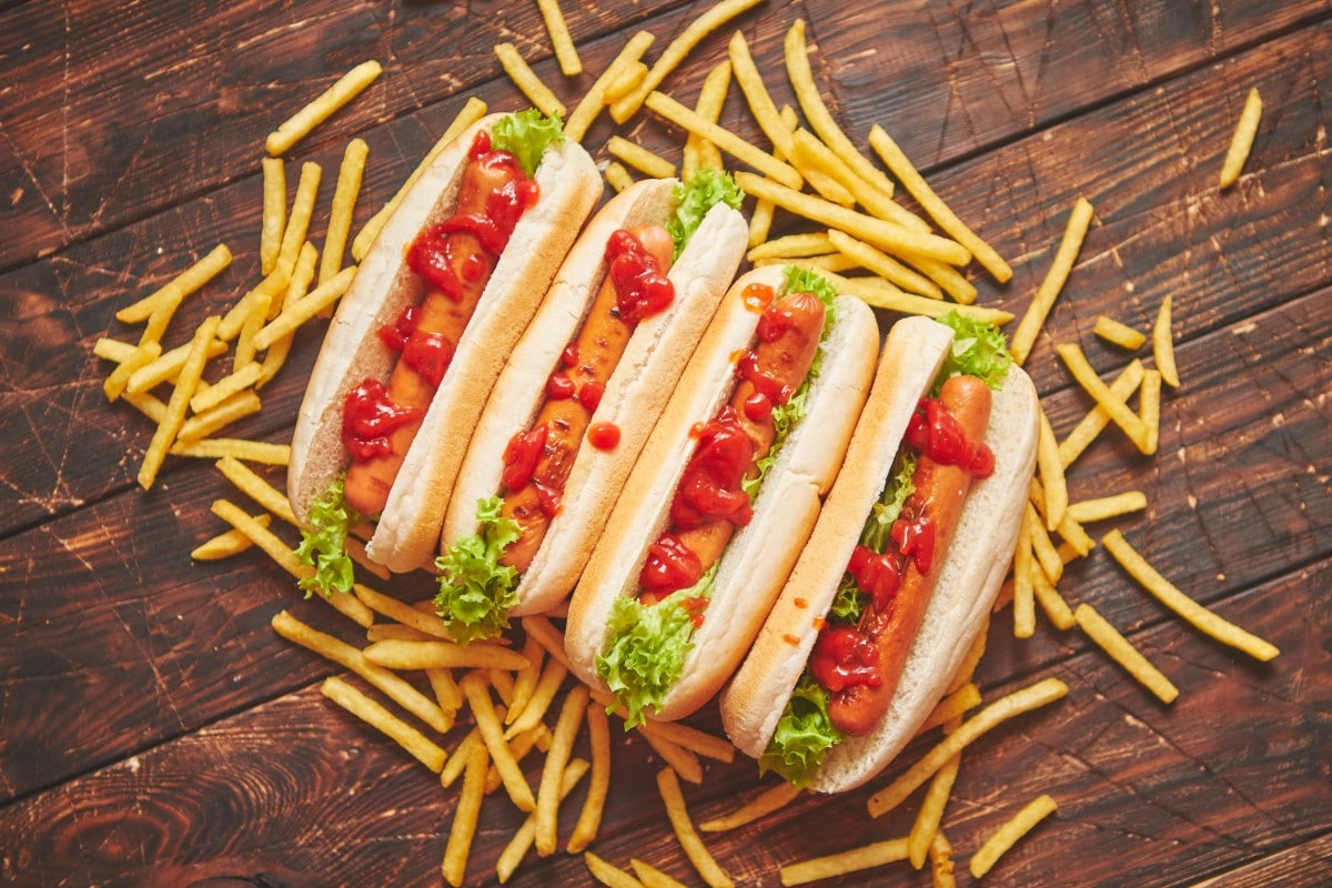 american-hot-dogs-assorted-in-row-served-with-R6KXJUC